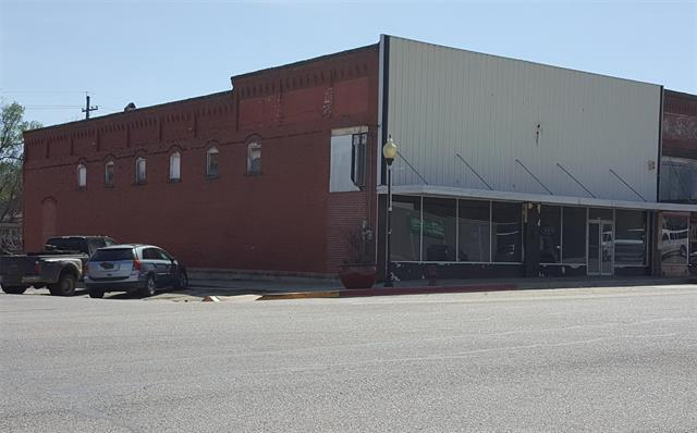 301 W Bdwy Street, Okemah, OK 74859 (MLS #1813994) :: Hopper Group at RE/MAX Results