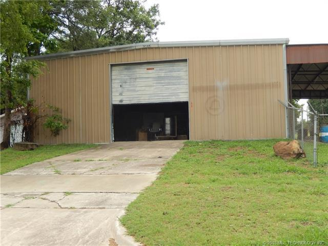 1015 E 13th Street, Okmulgee, OK 74447 (MLS #1814013) :: Hopper Group at RE/MAX Results