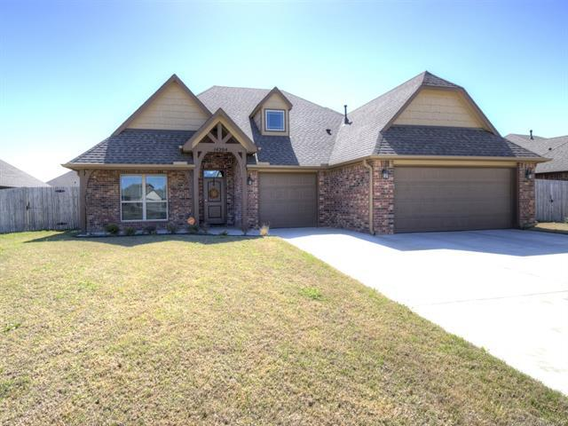 14204 E 92nd Street North, Owasso, OK 74055 (MLS #1814315) :: Hopper Group at RE/MAX Results