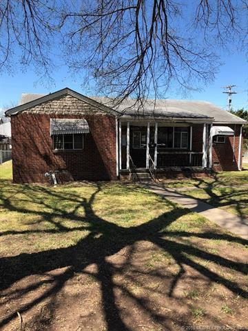 2301 S Dewey Avenue, Bartlesville, OK 74003 (MLS #1814338) :: Brian Frere Home Team