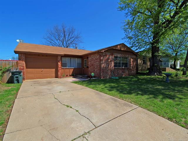 205 W 3rd Avenue, Bristow, OK 74010 (MLS #1814367) :: Hopper Group at RE/MAX Results