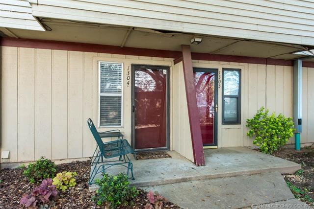2219 E 67th Street #1304, Tulsa, OK 74136 (MLS #1815083) :: Hopper Group at RE/MAX Results