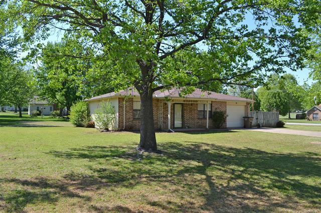 800 S Cobb Avenue, Wagoner, OK 74467 (MLS #1815155) :: Brian Frere Home Team