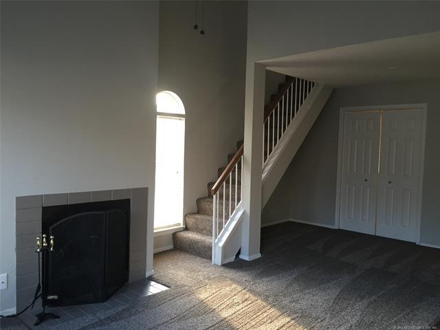 1802 E 66th Place #204, Tulsa, OK 74136 (MLS #1815843) :: Hopper Group at RE/MAX Results