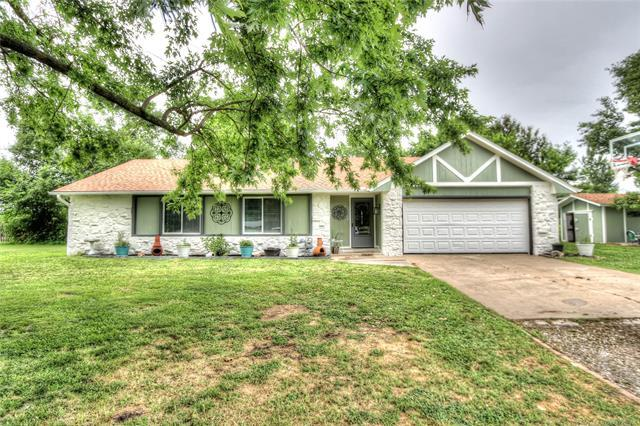 17121 E 110th Street North, Owasso, OK 74055 (MLS #1816909) :: Hopper Group at RE/MAX Results