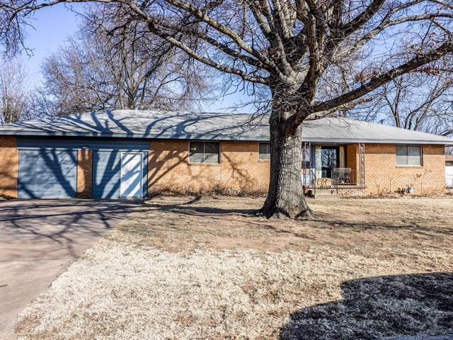5709 E 7th Street, Tulsa, OK 74112 (MLS #1817084) :: Brian Frere Home Team