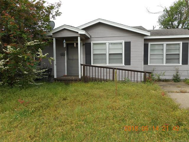 800 Crutchmer Street, Okmulgee, OK 74447 (MLS #1818427) :: Brian Frere Home Team