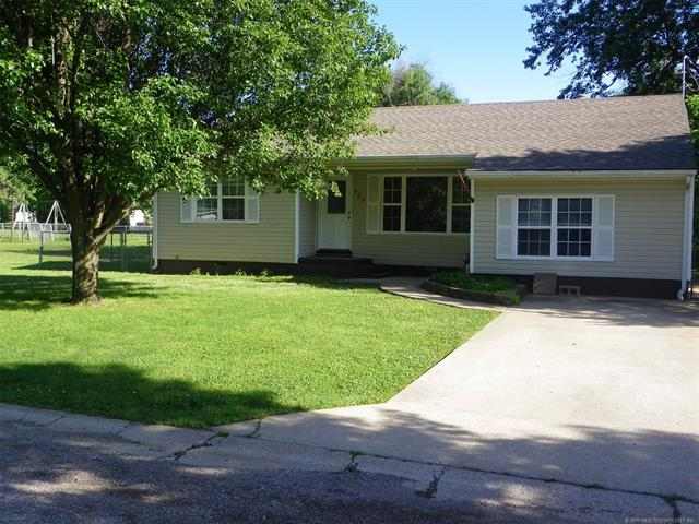 503 W Ironman Avenue, Nowata, OK 74048 (MLS #1818760) :: Brian Frere Home Team
