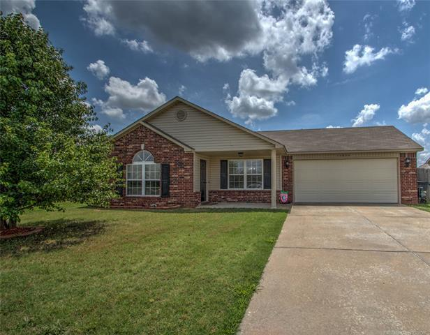 14850 S Glenn Street, Glenpool, OK 74033 (MLS #1819257) :: 918HomeTeam - KW Realty Preferred