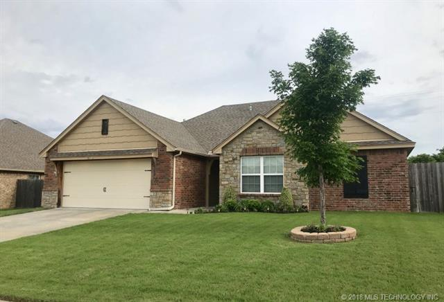 1909 E 136th Street, Glenpool, OK 74033 (MLS #1819499) :: 918HomeTeam - KW Realty Preferred