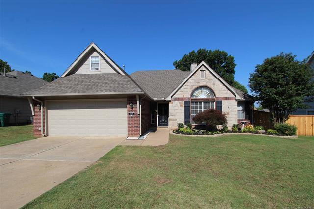 3512 S Christine Lane, Sand Springs, OK 74063 (MLS #1819538) :: 918HomeTeam - KW Realty Preferred