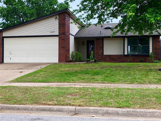 9330 E 100th Street, Tulsa, OK 74133 (MLS #1819606) :: 918HomeTeam - KW Realty Preferred