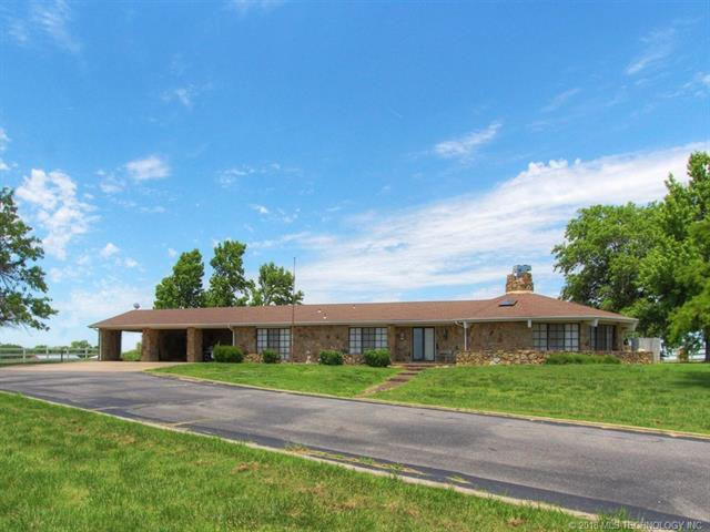 390 Nowata Rt 1 Road, Nowata, OK 74048 (MLS #1820155) :: Hopper Group at RE/MAX Results