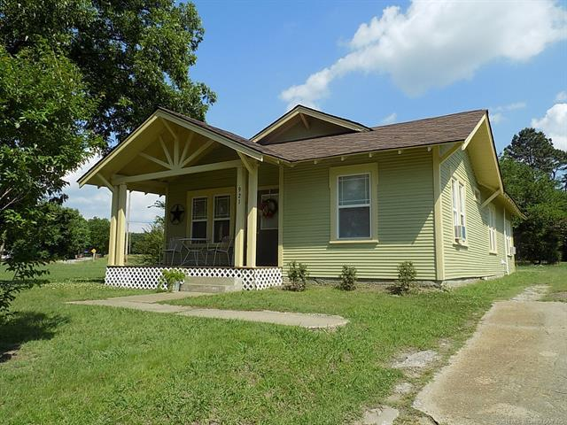 921 N Burns Street, Holdenville, OK 74848 (MLS #1820517) :: Hopper Group at RE/MAX Results