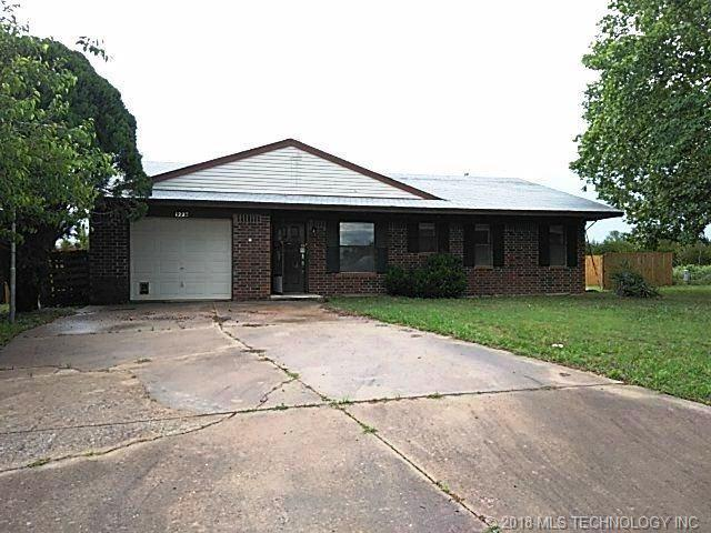 1223 Rolling Stone Drive, Tecumseh, OK 74873 (MLS #1820867) :: Hopper Group at RE/MAX Results