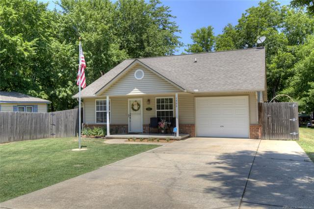 1406 W Brooks Street, Claremore, OK 74017 (MLS #1821159) :: Hopper Group at RE/MAX Results