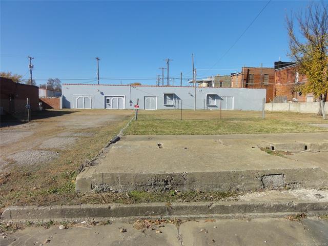 110 S Oak Street, Nowata, OK 74048 (MLS #1821453) :: Brian Frere Home Team