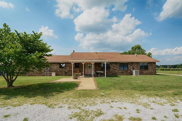 467270 E 1060 Road, Sallisaw, OK 74955 (MLS #1822051) :: Hopper Group at RE/MAX Results