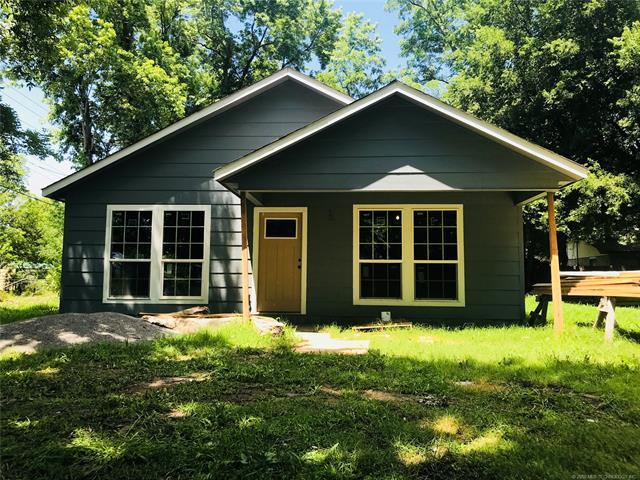 209 SW 2nd Street, Pryor, OK 74361 (MLS #1822292) :: Hopper Group at RE/MAX Results