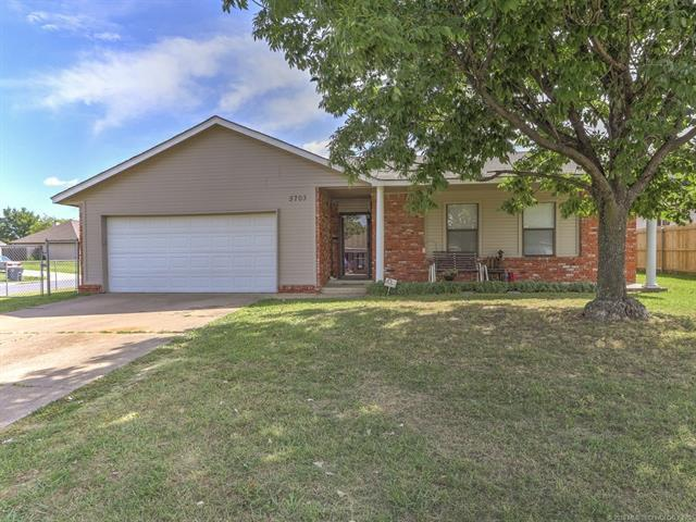 5703 S Vancouver Place, Tulsa, OK 74107 (MLS #1823358) :: Hopper Group at RE/MAX Results