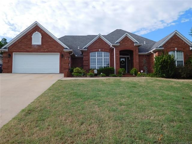212 S Swallow Drive, Mcalester, OK 74501 (MLS #1823830) :: Hopper Group at RE/MAX Results