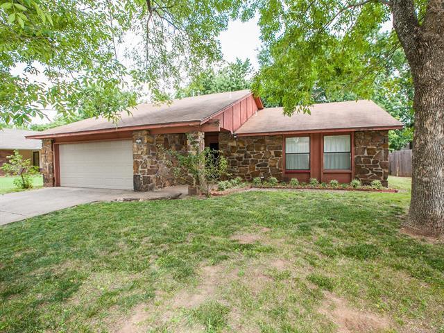 6717 S Quaker Avenue, Tulsa, OK 74136 (MLS #1824831) :: American Home Team