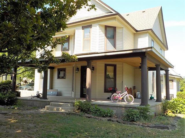 123 N Vann Street, Chouteau, OK 74337 (MLS #1825902) :: Hopper Group at RE/MAX Results