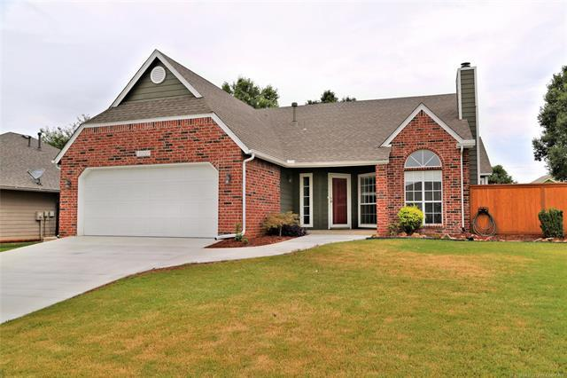 10227 E 115th Street S, Bixby, OK 74008 (MLS #1826680) :: Hopper Group at RE/MAX Results
