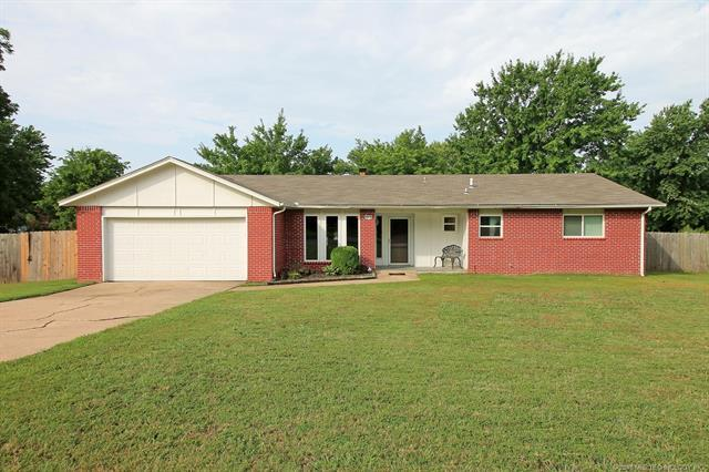 8818 S 200th East Avenue, Broken Arrow, OK 74014 (MLS #1826761) :: Hopper Group at RE/MAX Results