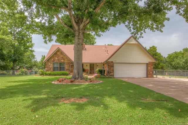 11708 S 2nd Street, Jenks, OK 74037 (MLS #1826767) :: Hopper Group at RE/MAX Results
