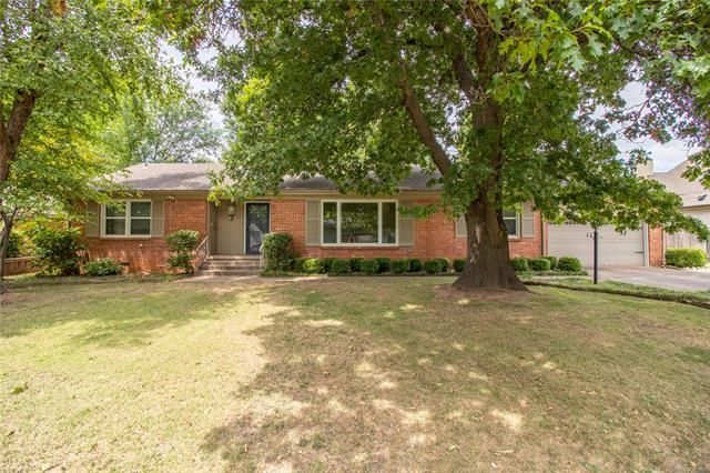 4550 S Columbia Place, Tulsa, OK 74105 (MLS #1827751) :: Hopper Group at RE/MAX Results