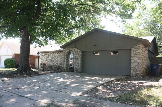 3036 S 132nd East Avenue, Tulsa, OK 74134 (MLS #1830071) :: Hopper Group at RE/MAX Results