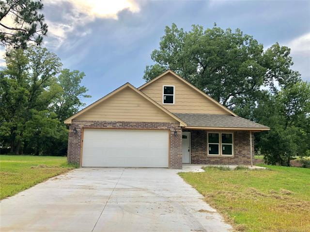 612 S Atoka Avenue, Coweta, OK 74429 (MLS #1830434) :: 918HomeTeam - KW Realty Preferred