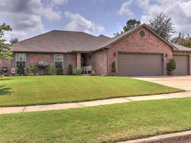 6313 E Commercial Street, Broken Arrow, OK 74014 (MLS #1830474) :: 918HomeTeam - KW Realty Preferred