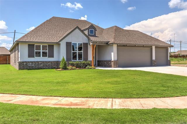 4518 S 177th Place E, Tulsa, OK 74134 (MLS #1830477) :: 918HomeTeam - KW Realty Preferred