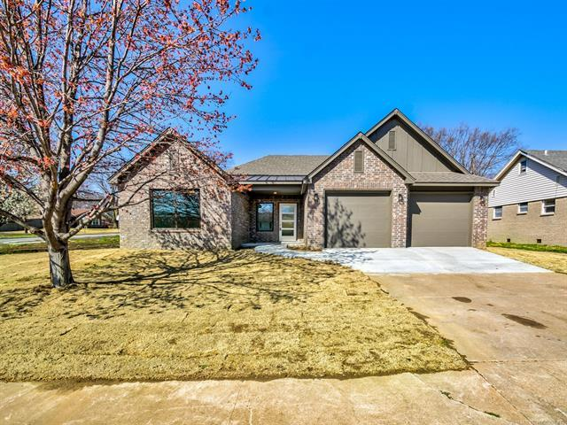 1261 Macklyn Lane, Bartlesville, OK 74006 (MLS #1830578) :: 918HomeTeam - KW Realty Preferred
