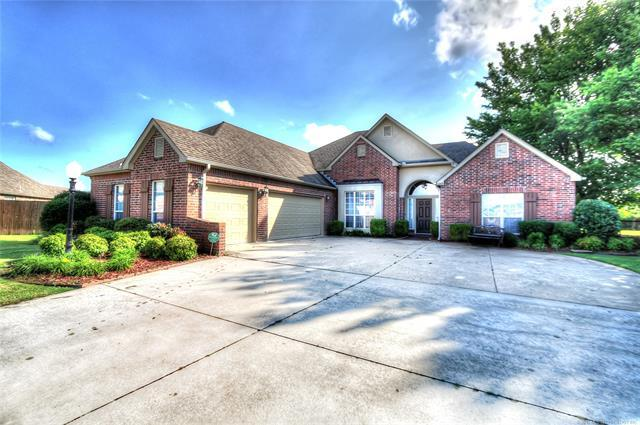 10208 N 140th East Court, Owasso, OK 74055 (MLS #1831091) :: Hopper Group at RE/MAX Results