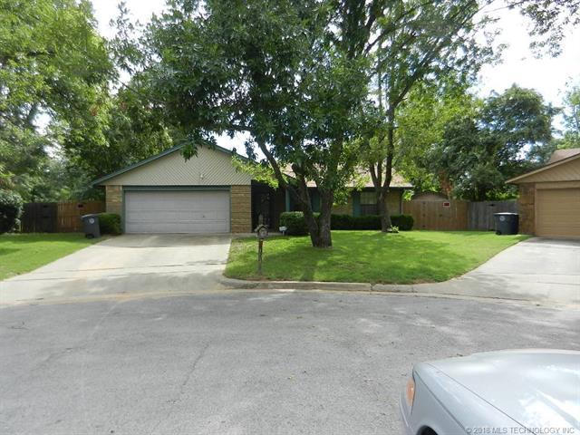 1518 E 67th Court, Tulsa, OK 74136 (MLS #1831200) :: American Home Team