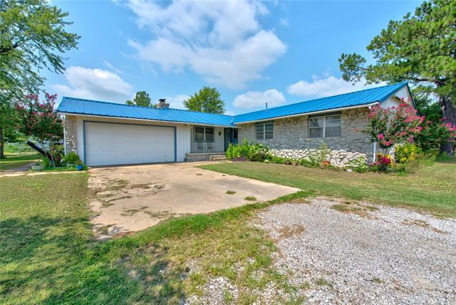 5800 E 400 Road, Oologah, OK 74053 (MLS #1831616) :: Hopper Group at RE/MAX Results