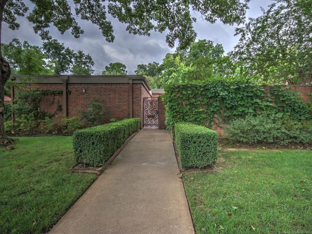 2469 E 73rd Place 11-5-B, Tulsa, OK 74136 (MLS #1832918) :: Hopper Group at RE/MAX Results