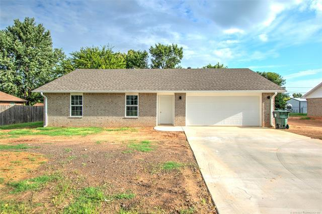 2316 E Augusta Street, Muskogee, OK 74403 (MLS #1833075) :: Hopper Group at RE/MAX Results