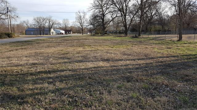 415 E Spruce Street, Henryetta, OK 74437 (MLS #1833199) :: Hopper Group at RE/MAX Results