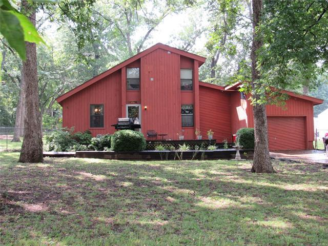 1401 N Osage Street, Chouteau, OK 74337 (MLS #1833505) :: Hopper Group at RE/MAX Results