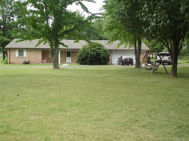 703 E 16th Street, Chouteau, OK 74337 (MLS #1833625) :: Hopper Group at RE/MAX Results