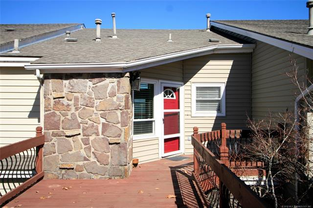 703 Villa Vista Drive, Pryor, OK 74361 (MLS #1833831) :: American Home Team