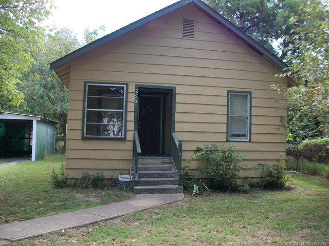 203 S Rowe Street, Pryor, OK 74361 (MLS #1833917) :: American Home Team