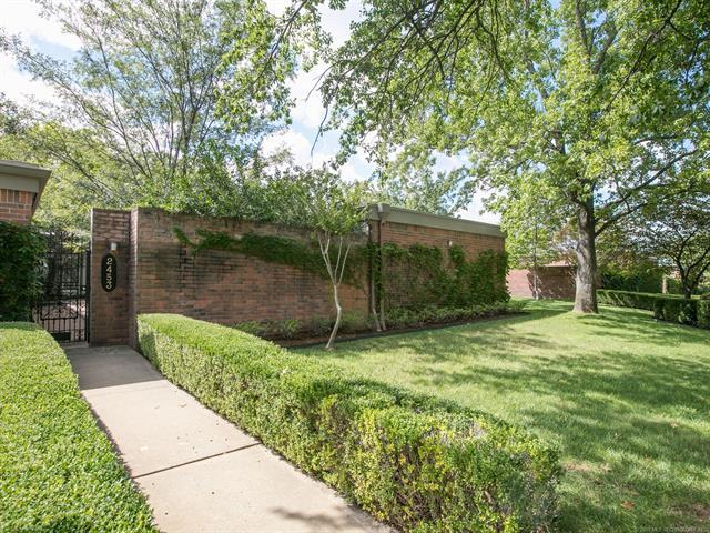 2453 E 73rd Place 11-C-1, Tulsa, OK 74136 (MLS #1834153) :: Hopper Group at RE/MAX Results