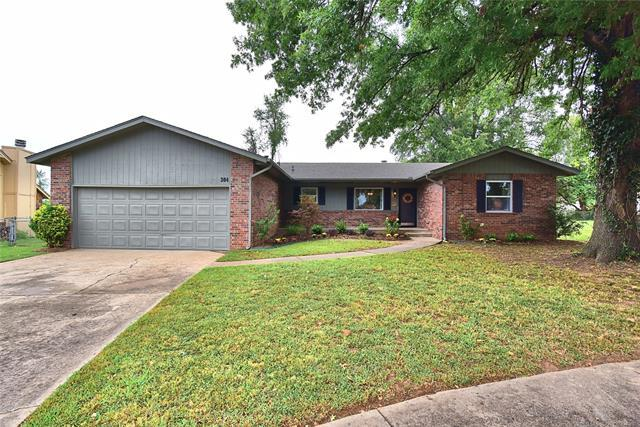 304 W Keywest Street, Broken Arrow, OK 74011 (MLS #1834275) :: Hopper Group at RE/MAX Results