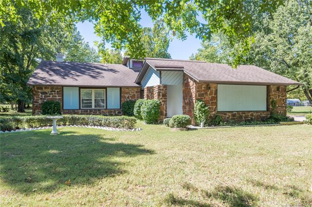 15038 E Winding Creek Drive, Collinsville, OK 74021 (MLS #1834325) :: Hopper Group at RE/MAX Results