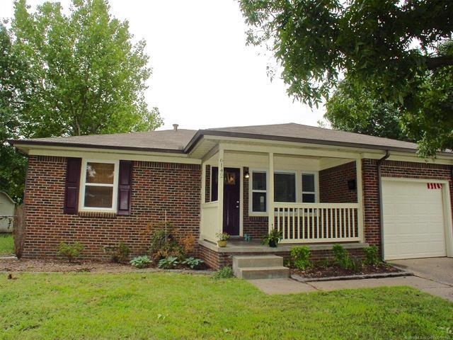 6142 E 19th Street, Tulsa, OK 74112 (MLS #1834753) :: RE/MAX T-town